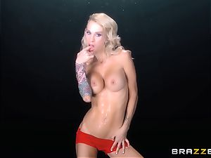 Sarah Jessie makes this jaw-dropping guys desire come true