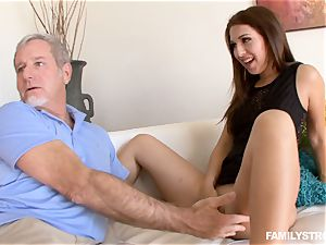 Ariana Grand gets a facial from her stepfather
