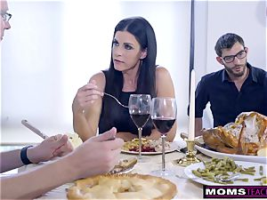 mom pokes sonnie And licks creampie For Thanksgiving handle