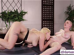 massagist Giselle Palmer likes gobbling Riley Nixons raw slit in the table