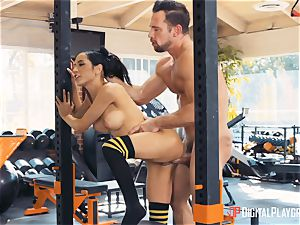 Tia Cyrus gym vag beating action