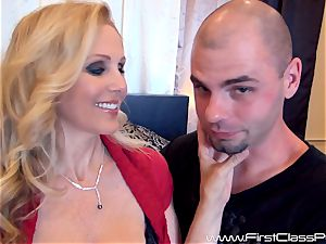 Face jizz splooged cougar Julia Ann