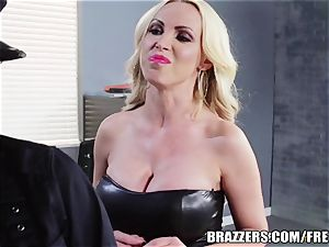 Brazzers - Rampant girl-on-girl cops go at it