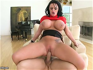 humungous jugged Kerry Louise bounces her pussy on a enormous man rod