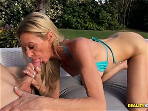 Ceira Roberts cootchie pummeled by the poolside