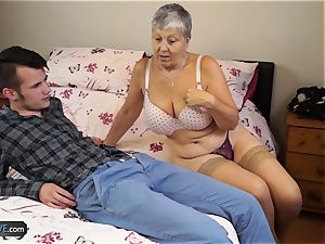 old lady Savana screwed by college girl Sam Bourne
