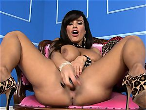 gorgeous Lisa Ann plunges her fake penis deep in her raw pussy