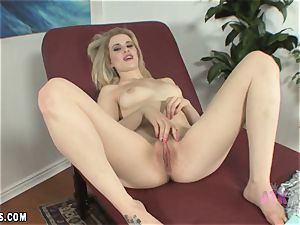 Catie Parker small weighn in and onanism vid