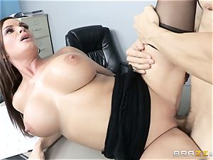 stellar assistant Diamond Foxxx takes the manager on the desk