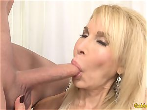 Mature light-haired showcases off her fuckbox and boinks