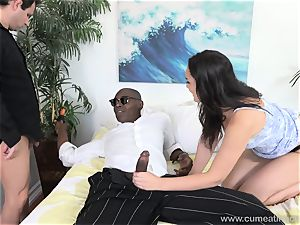 Paisley Parker Gets black beef whistle and hubby eats Up jizz