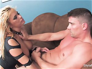 ash-blonde cougar Shyla gets a xxx pound and a facial