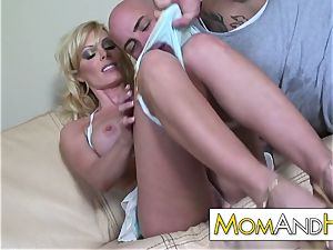 milf mom Holly Sampson gets facial cumshot
