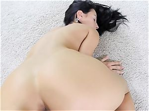 Lexi Dona juggles her yummy booty cheeks as she pounds