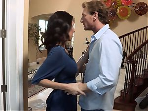 Bad wifey Dava Foxx cheats on her hubby
