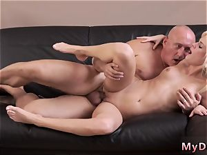 ash-blonde milf drains in car nasty platinum-blonde wants to attempt someone tiny bit more