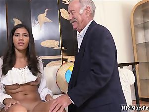 Mature seduces youthfull woman Going South Of The Border