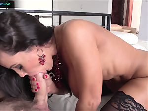 Lisa Ann has no problem getting her rectum porked