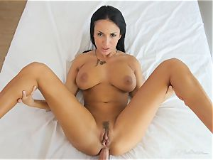 Milfy mom Anissa Kate romped deep in her honeypot pie