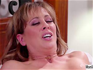 Cherie DeVille and Scarlett Sage bedtime hook-up and ejaculation