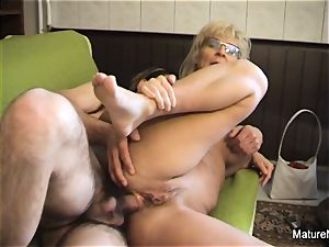Mature blonde fuckslut receives an rectal pulverizing